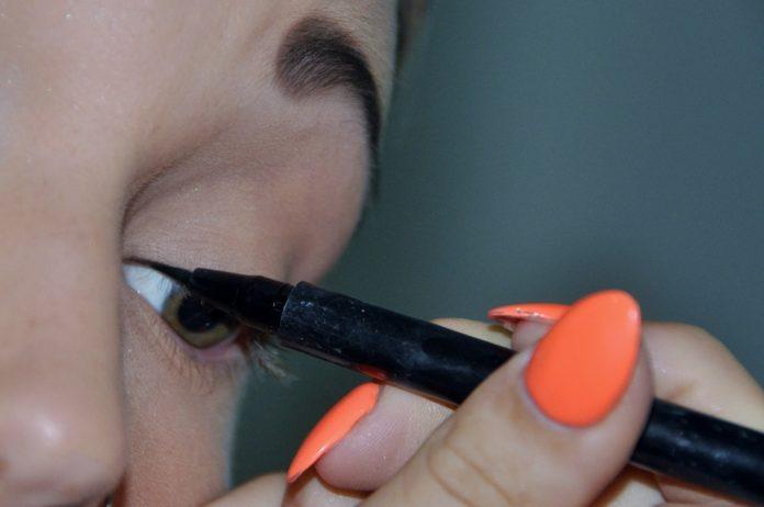 Come-mettere-l-eyeliner