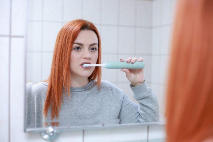 Macchiette-bianche-sui-denti